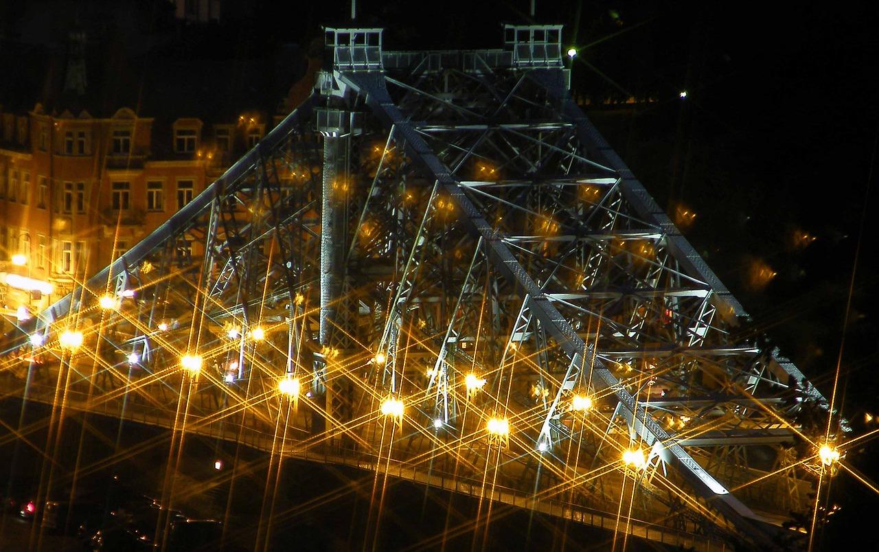 Blaues Wunder bei Nacht Dresden