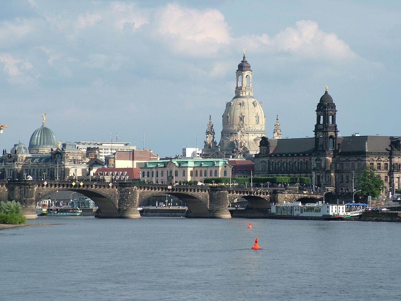 Blick über die Elbe auf die Frauenkirche